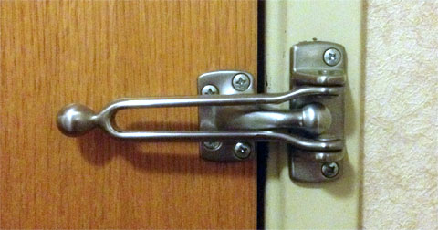 photo of a hotel door latch