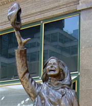 photo of Mary Tyler Moore statue